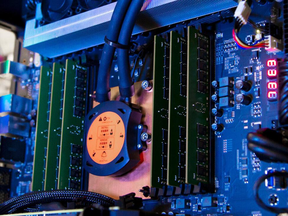 Xeon W-3175X d'Intel : 28 cœurs, 3 000 dollars, plus de 500 watts à la prise
