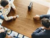 Sony Xperia Touch : le vidéoprojecteur interactif arrivera en Europe au printemps, pour 1 499 €