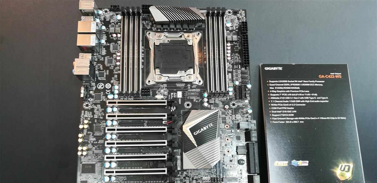 GA-C422-WS : Gigabyte dévoile une carte mère LGA 2066 pour les prochains Xeon d'Intel