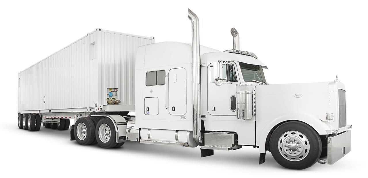 AWS Snowmobile : envoyez 100 Po sur les serveurs d'Amazon par... camion semi-remorque